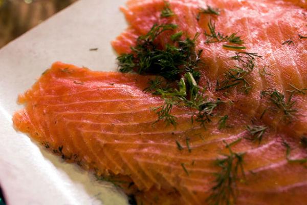 Saumon Gravlax, recette traditionnelle norvégienne