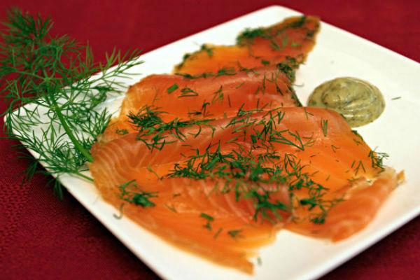 Saumon mariné à l'aneth et aux épices